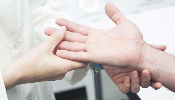 , Nuove frontiere, la chirurgia che ridà l'uso della mano ai tetraplegici